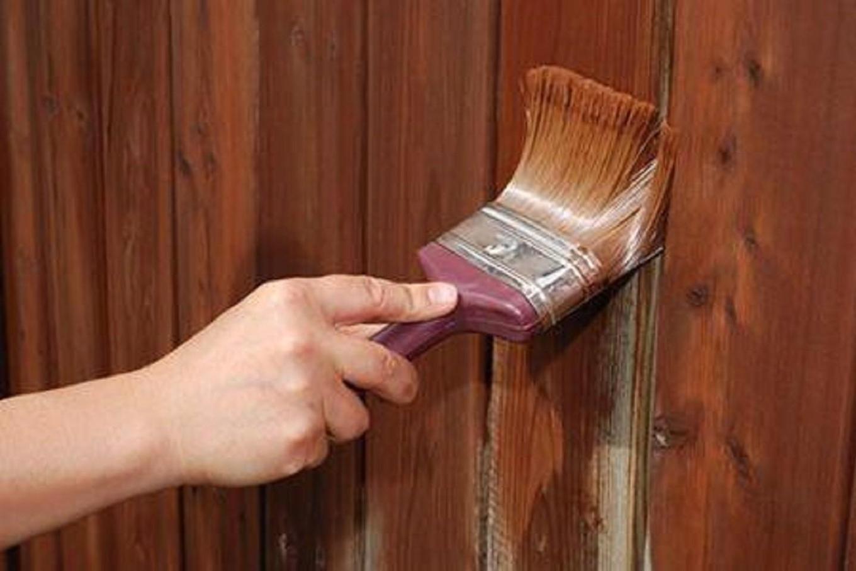 Как покрасить дерево или деревянную поверхность своими руками 80