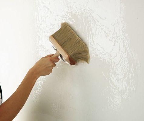 Зачем грунтовать стены перед оклеиванием обоев?