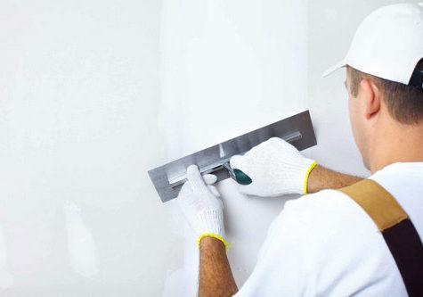 Как выбрать шпатлевку для ремонта потолка